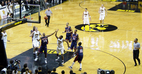 carver hawkeye arena. 2005 - 2006 Illini Basketball