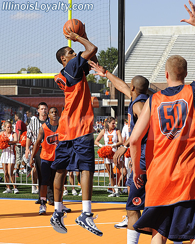 Illinois - The World's Biggest Basketball Practice